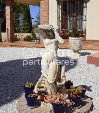 Estatua y entrada