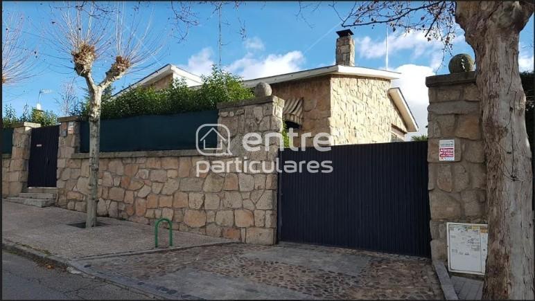 Chalet (zona tres olivos)