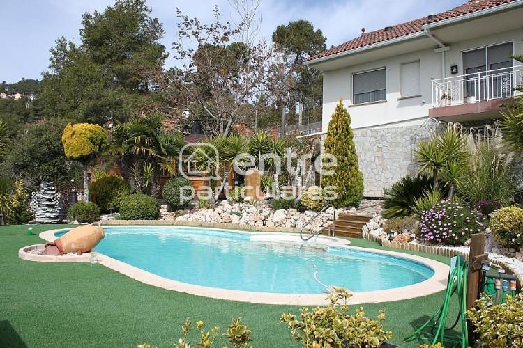 Casa con piscina en plena naturaleza