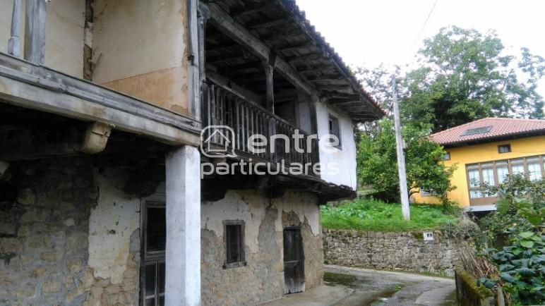 Casa y huerta en Priede, Piloña