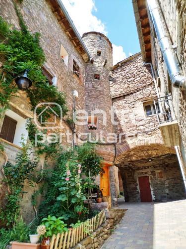 Casa con torre circular del siglo XVI