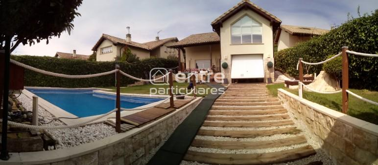 Se vende moderno chalet independiente con piscina