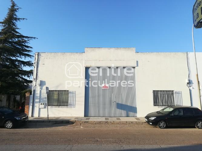 ¡Ocasión! Local Comercial en Venta en Llerena