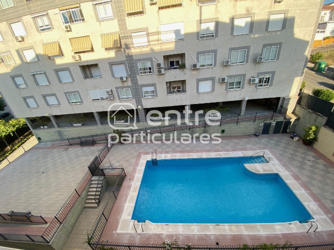 Se vende piso en residencial con piscina