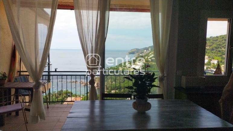 Bonito apartamento con vistas al mar.