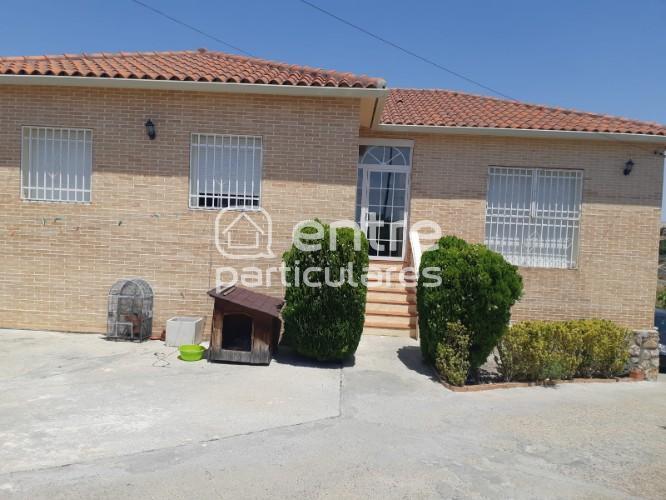Se vende chalet con piscina a 12-km de Aranjuez