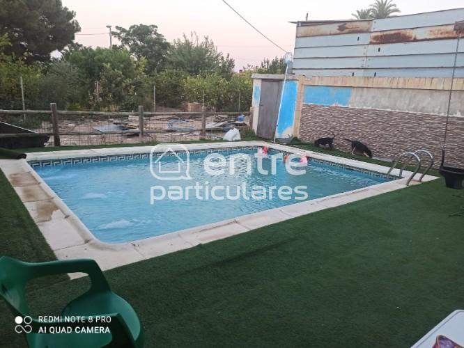 Se vende casa con piscina