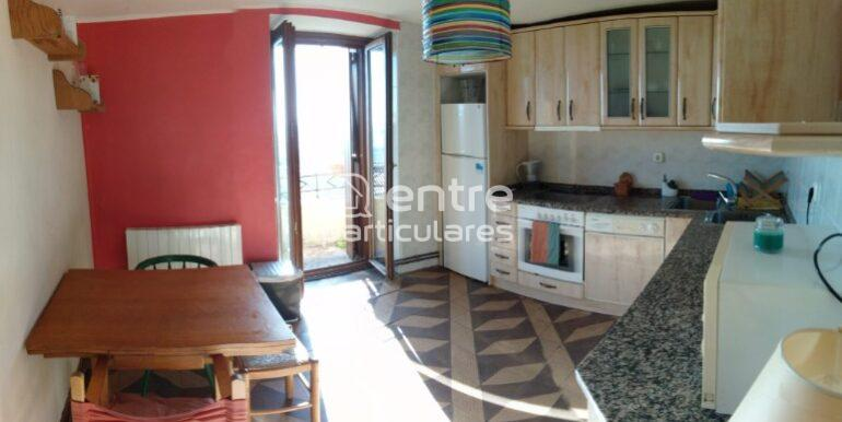 PRIMERA PLANTA-panorámica cocina y puerta al balcón