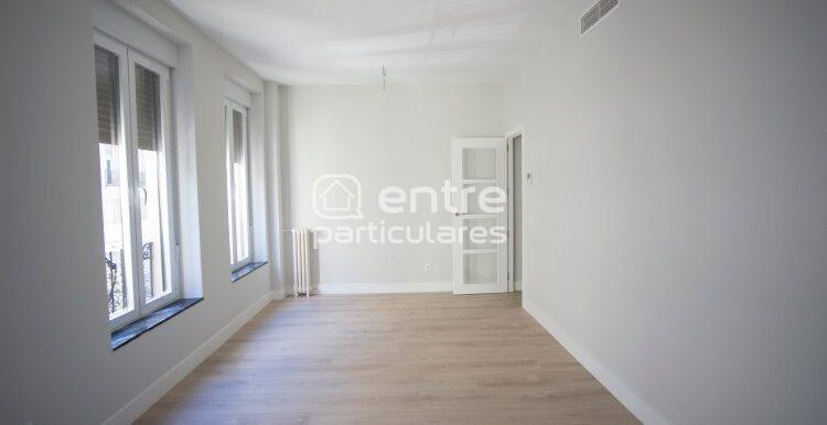 2. salón con puerta