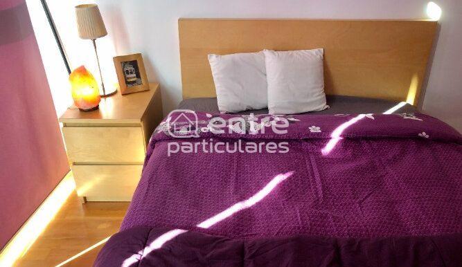 Detalle cama dormitorio.Lamp sal.