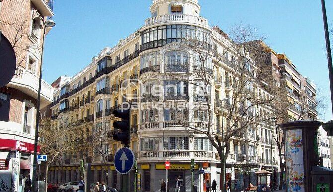 1024px-Viviendas_para_Modesto_González_(Madrid)_01