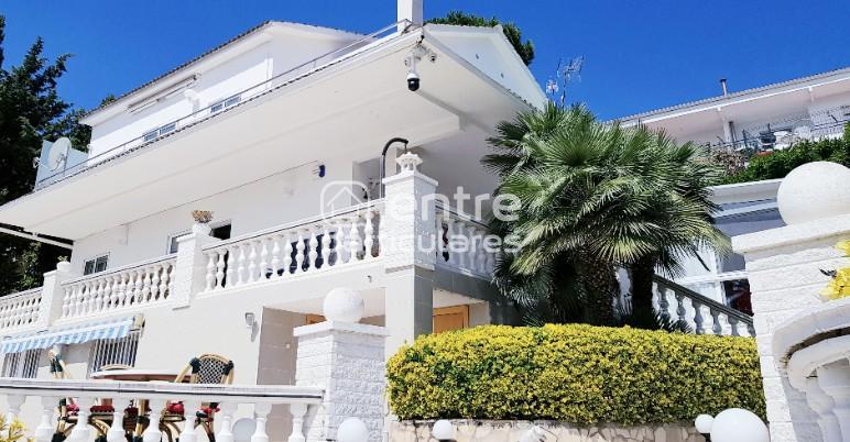 Lloret de Mar Villa elegante alquiler con piscina