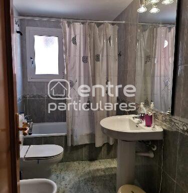 baño cvomplet nº2, visto desde la puerta.