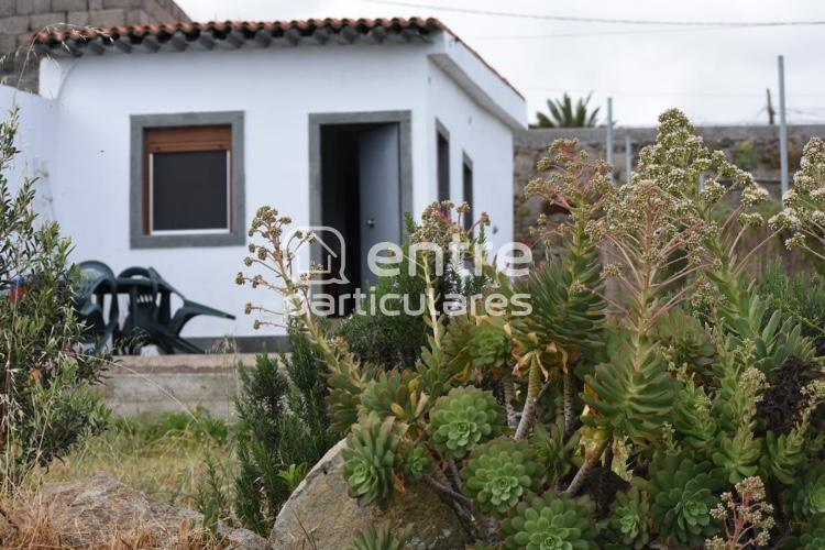 Casa con terreno en el Frontón, Moya