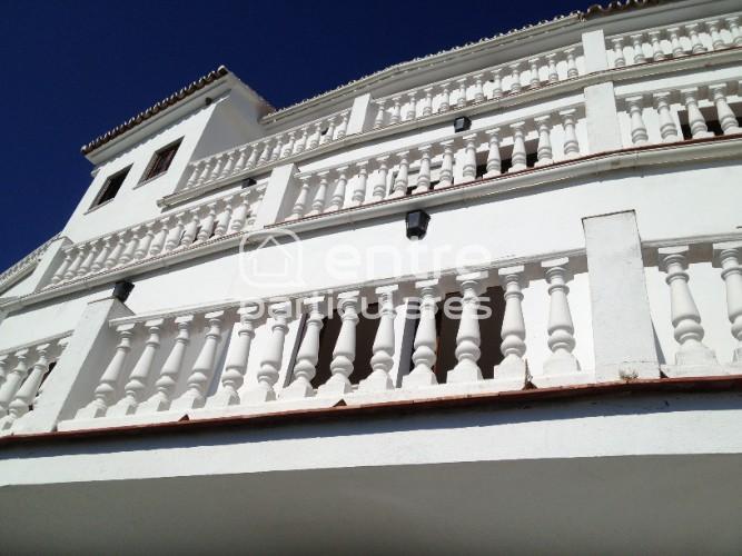 Casa con 18 habitaciones
